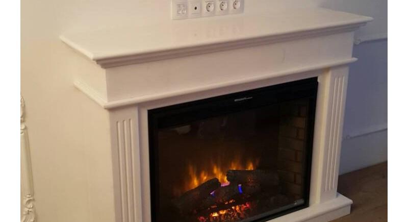 Електрическо огнище  за вграждане Classic Flame 33 инча, вградено в класическа облицовка от естествен камък - бял мрамор Тасос, гр. Бургас.   12.07.2018